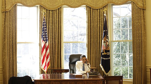 office drapes gold photos above show that there has been little change to the oval office during obama bush and clinton administration president obama has redecorated middle eastern style