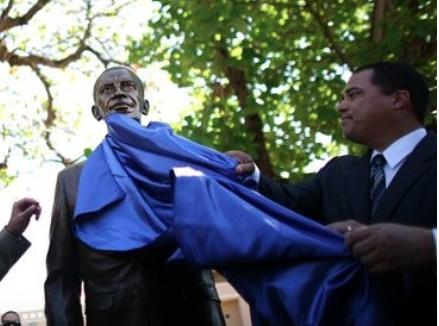 Obama bronze statue